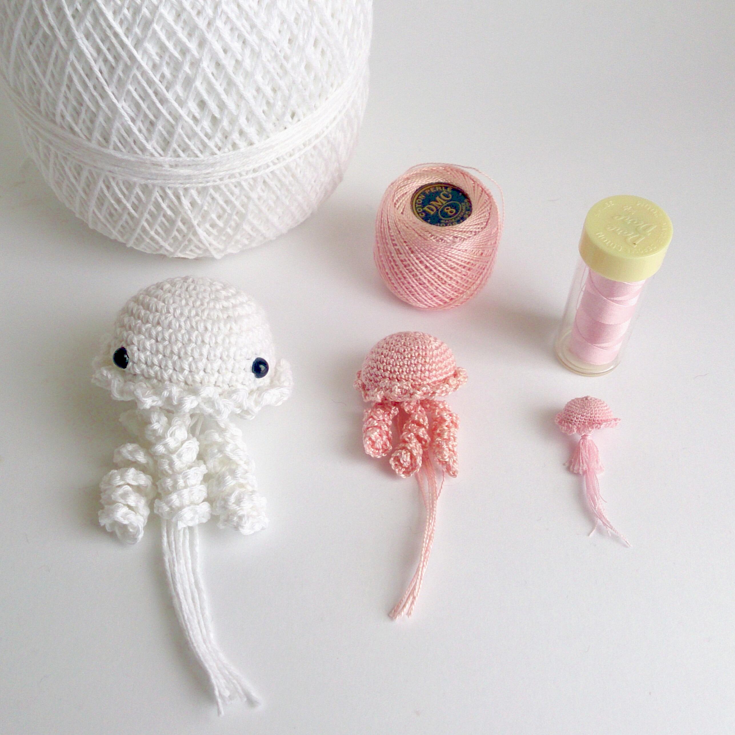 Jellyfishes - amigurumi crochet pattern by Armigurumi