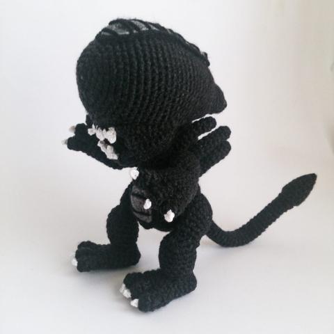 Alien Xenomorph - amigurumi crochet pattern by Krawka